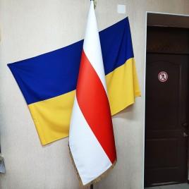 Флаг бело-красно-белый Беларуси 150х100см кабинетный сатен купольный с бахромой