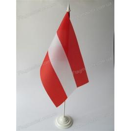 флаг Австрии на подставке