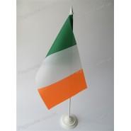 прапор Ірландії на підставці