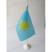 прапор Казахстану на підставці