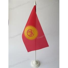 флаг Киргизии на подставке