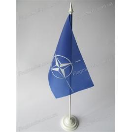 флаг НАТО  на подставке