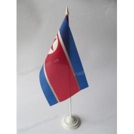 прапор КНДР на підставці
