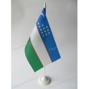 флаг Узбекистана на подставке
