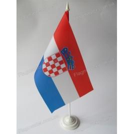 флаг Хорватии на подставке